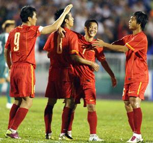 HLV Goetz sẽ mang sang Macau lực lượng mạnh nhất khi ông không chủ quan trước trận lượt về Ảnh: Quang Liêm
