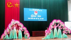 Tiết mục Múa quạt do các tình nguyện viên Hà Quốc biểu diễn.