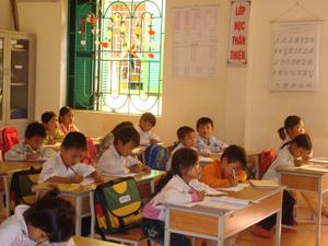 Hàng năm tỉnh ta đã huy động được 100% trẻ em trong độ tuổi đến trường góp phần nâng cao chất lượng nguồn nhân lực cho địa phương. ( Trong ảnh: xã Xuân Phong (Cao Phong) quan tâm công tác GD&ĐT).