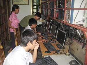 Đoàn kiểm tra liên ngành kiểm tra đại lý internet tại phường Tân Thịnh (TPHB).
