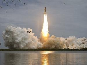 Tàu con thoi Atlantis được phóng đi từ Trung tâm Vũ trụ Kenedy ngày 8/7.