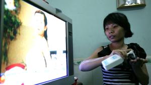 Chị Phạm Việt Phương (Q.Tân Phú, TP.HCM), từng là nạn nhân của quảng cáo quá sự thật, cho biết rất nhiều sản phẩm thời trang, mỹ phẩm được quảng cáo quá tốt trên tivi nhưng khi sử dụng thì không giống như quảng cáo.
