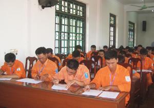 Các thí sinh tham gia phần thi Lý thuyết.