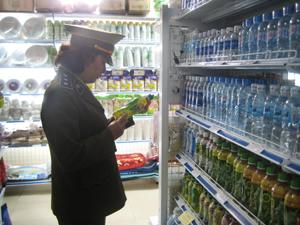 Chi cục QLTT tăng cường kiểm tra hàng hóa tại các siêu thị, nhà phân phối lớn góp phần hạn chế hàng giả, hàng nhái.