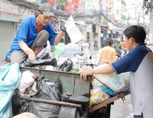 Thu gom rác dân lập tại quận 11 TPHCM. Ảnh: CAO THĂNG