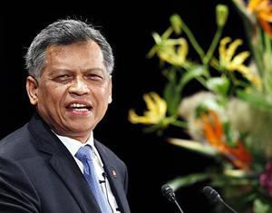 Tổng thư ký ASEAN Surin Pitsuwan tuyên bố giải quyết vụ tranh chấp trên Biển Đông sẽ là một ưu tiên cao đối với ASEAN.