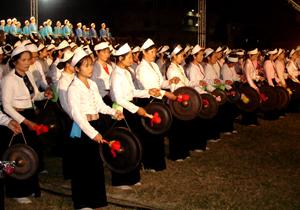 Các đội văn nghệ quần chúng huyện Lạc Sơn thường xuyên tham gia các sự kiện văn hóa lớn của tỉnh