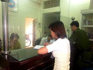 Bộ phận một cửa phường Phương Lâm (TP Hoà Bình) thực hiện nhanh chóng, hiệu quả việc tiếp nhận và trả kết quả giải quyết hồ sơ hành chính trên địa bàn.