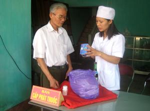 Nạn nhân chất độc da cam của thành phố Hoà Bình và huyện Cao Phong được khám bệnh, cấp thuốc miễn phí.