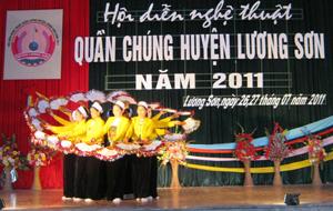 Tiết mục múa dự thi hội diễn nghệ thuật của xã Cao Dương.
