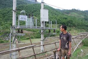 Trạm biến áp xóm Bống, xã Tân Minh (Đà Bắc) đã  xây xong gần 2 năm nhưng vẫn chưa được đóng điện.