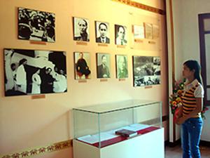 Khu di tích Nhà máy in tiền - đồn điền Chi Nê (Lạc Thủy) còn lưu giữ nhiều tư liệu lịch sử quan trọng, là tư liệu quý để các nhà nghiên cứu tìm hiểu thông tin.