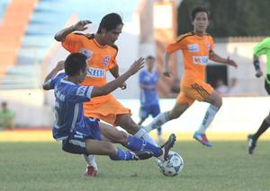 SHB Đà Nẵng vươn lên dẫn đầu bảng - Ảnh: Khánh Quang