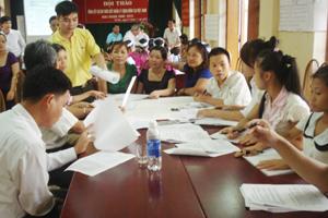 Các nhóm thảo luận về kết quả quả dự án tại hội thảo.