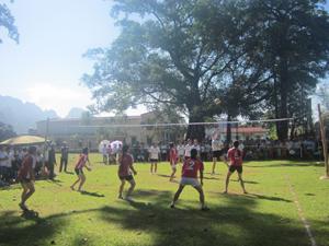 Các VĐV nội dung bóng chuyền nữ tranh tài.