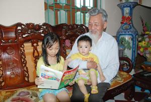 Ông Ngô Văn Nhĩ, 83 tuổi,  thương binh chống Pháp 4/4, là thương binh tiêu biểu có 60 năm tuổi Đảng, ông vẫn sống vui, sống khỏe, dạy dỗ con cháu phát triển kinh tế gia đình, chăm ngoan, học giỏi.