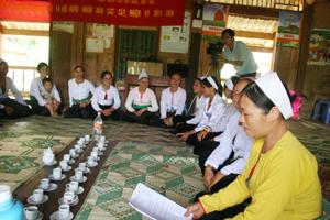 Hội viên phụ nữ xã Quyết Chiến (Tân Lạc) triển khai các nội dung về