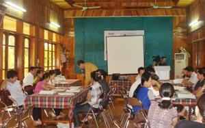Các đại biểu chia tổ thảo luận tại hội nghị.