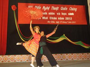 """Tiết mục múa """"Men say chợ tình""""của  xã Cun Pheo được đánh giá cao tại hội diễn."""