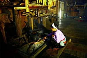 Bếp lửa - linh hồn chính trong ngôi nhà sàn người Mường.