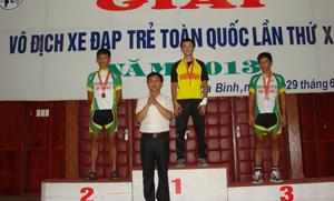 VĐV Đinh Văn Linh (Hoà Bình) đoạt huy chương vàng nội dung băng đồng tính giờ lứa tuổi 17-18 với thành tích 6 phút 14 giây.