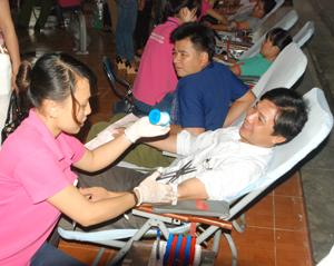 CB, CC-VC của ngành Ngân hàng tham gia hiến máu tình nguyện. Ảnh: M.T