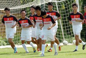 Các tuyển thủ Việt Nam sẵn sàng cống hiến một trận cầu đẹp trước CLB Arsenal. Ảnh: QUANG THẮNG