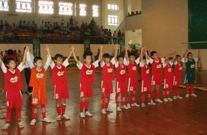 Các thành viên đội tuyển bóng đá tiểu học và THCS được hưởng quyền đặc cách việc xét tuyển vào các trường THCS và THPT (trừ trường chuyên biệt) nếu đã hoàn thành chương trình của cấp học và đủ hồ sơ theo quy định./.