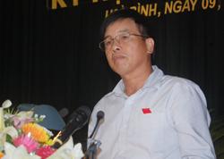 Đồng chí Đinh Văn Hòa, Giám đốc Sở TN - MT trả lời chất vấn.