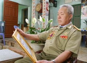 CCB Bùi Xuân Mầm, xã Nam Thượng (Kim Bôi) tích cực tham gia công tác Hội và các phong trào hoạt động của địa phương.