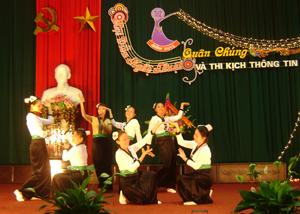 Tiết mục hát, múa của xã Tử Nê được đánh giá cao tại Hội diễn nghệ thuật quần chúng huyện Tân Lạc năm 2013.