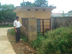 Bể chứa nước xã Hào Lý xây dựng không đúng chỗ nên không đảm bảo vệ sinh, đến nay không còn sử dụng.