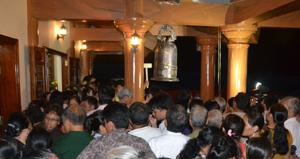 Đông đảo nhân dân tham gia lễ cầu siêu tại Đền thờ liệt sĩ huyện Cao phong.