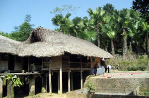 Nét văn hóa tâm linh trong ngôi nhà của người Mông.