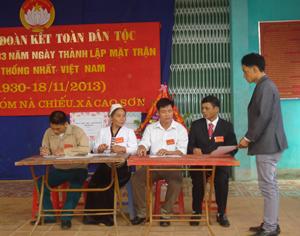 Hàng năm, trong ngày hội đại đoàn kết toàn dân tộc, các ngành, đoàn thể xóm Nà Chiếu, xã Cao Sơn (Đà Bắc) tham gia ký kết thực hiện phong trào thi đua yêu nước.