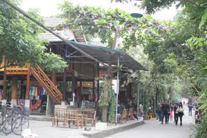 Bản Lác, xã Chiềng Châu (Mai Châu) - điển hình trong phong trào xây dựng làng văn hoá gắn với phát triển kinh tế du lịch.