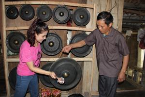 Bản Giang Mỗ, xã Bình Thanh (Cao Phong) lưu giữ được nhiều nét văn hóa đặc trưng của đời sống người Mường, thu hút đông đảo khách du lịch trong và ngoài nước đến thăm quan, nghiên cứu.
