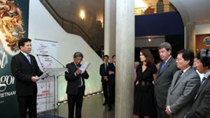 Thứ trưởng Vương Duy Biên phát biểu khai mạc triển lãm.