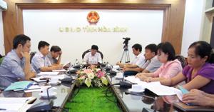 Đồng chí Nguyễn Văn Dũng, Phó Chủ tịch UBND tỉnh và các đại biểu tỉnh ta tham dự hội nghị trực tuyến.