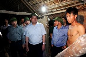 Bộ trưởng Bộ Nông nghiệp và Phát triển nông thôn Cao Đức Phát và lãnh đạo tỉnh Quảng Ninh đã trực tiếp xuống hiện trường chỉ đạo công tác di dân