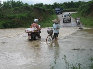Mưa to kéo dài gây ngập úng cục bộ tại khu vực ngầm tràn thuộc xã Phú Thành nhưng huyện Lạc Thủy đã kiểm soát tốt tình hình, không để xảy ra thiệt hại về người và tài sản.