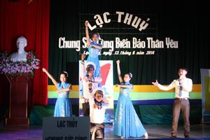 Hàng năm, huyện Lạc Thuỷ phối hợp tổ chức nhiều buổi biểu diễn văn nghệ, tạo nên sự phong phú trong đời sống văn hoá, tinh thần nhân dân.