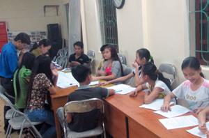 ĐV-TN xã Thống Nhất (TP Hòa Bình) tuyên truyền nâng cao nhận thức về chăm sóc sức khoẻ sinh sản cho phụ nữ và trẻ vị thành niên.