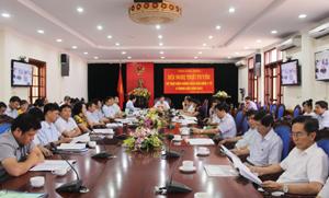 Đồng chí Bùi Văn Cửu, Phó Chủ tịch TT UBND tỉnh và các đại biểu dự hội nghị tại điểm cầu Hoà Bình.