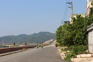 Việc người dân phường Phương Lâm tự ý trồng rau, màu trên vỉa hè hành lang giao thông đê Đà Giang sẽ được khẩn trương giải toả.