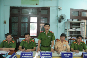Đồng chí Hà Tiến Dũng và các đồng chí lãnh đạo Công an huyện Mai Châu họp ban chuyên án.