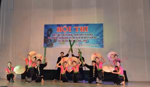 Một tiết mục tham gia hội diễn NTQC của xã Trung Bì.