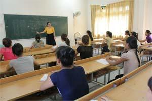 Cô giáo Bùi Thị Kim Tuyến, Phó Hiệu trưởng trường Cao đẳng Sư phạm Hòa Bình là điển hình phụ nữ không ngừng phấn đấu trở thành người có tri thức, văn hóa.