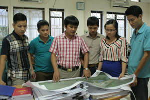 Cán bộ Trung tâm Thiết kế quy hoạch xây dựng Hoà Bình trao đổi nâng cao chất lượng hoạt động chuyên môn.
