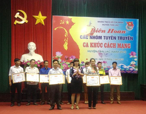 BTC trao thưởng cho các đơn vị đạt giải cao tại liên hoan.